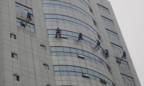 广东蜘蛛人清洗外墙玻璃的方案