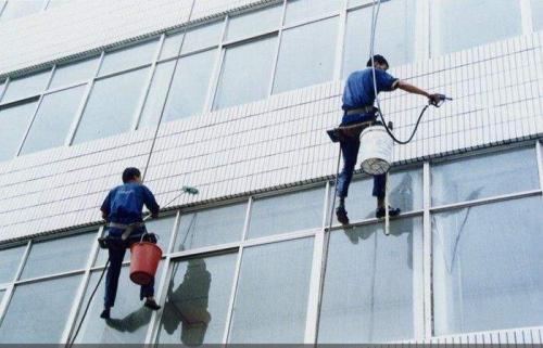 广东的大厦外墙清洗施工
