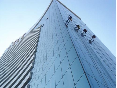广东的大楼外墙玻璃保洁的