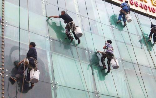 广东的高楼外墙玻璃清洗费用