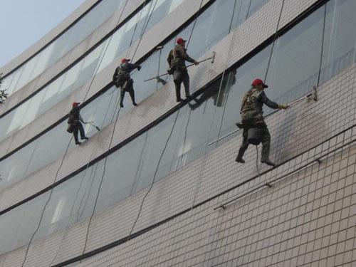 蜘蛛人外墙玻璃清洗施工