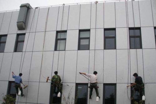 广东的高楼外墙保洁
