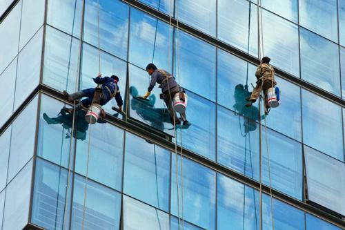 东莞大楼清洗外墙玻璃的收费